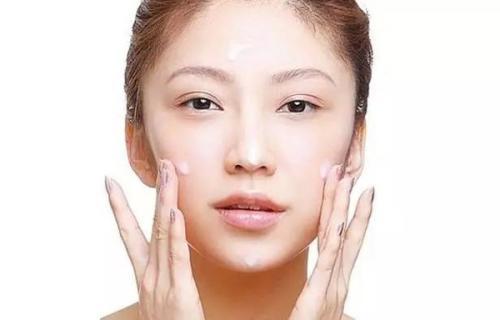 皮肤长痘了用什么洗面奶?皮肤长痘的原因?油性皮肤怎么改善?美容护肤独生美官网